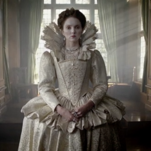 Lady in a Tudor dress with a white face